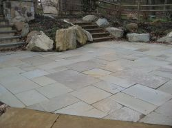 Natural Clef Pattern Flagstone Patio In Full Color.