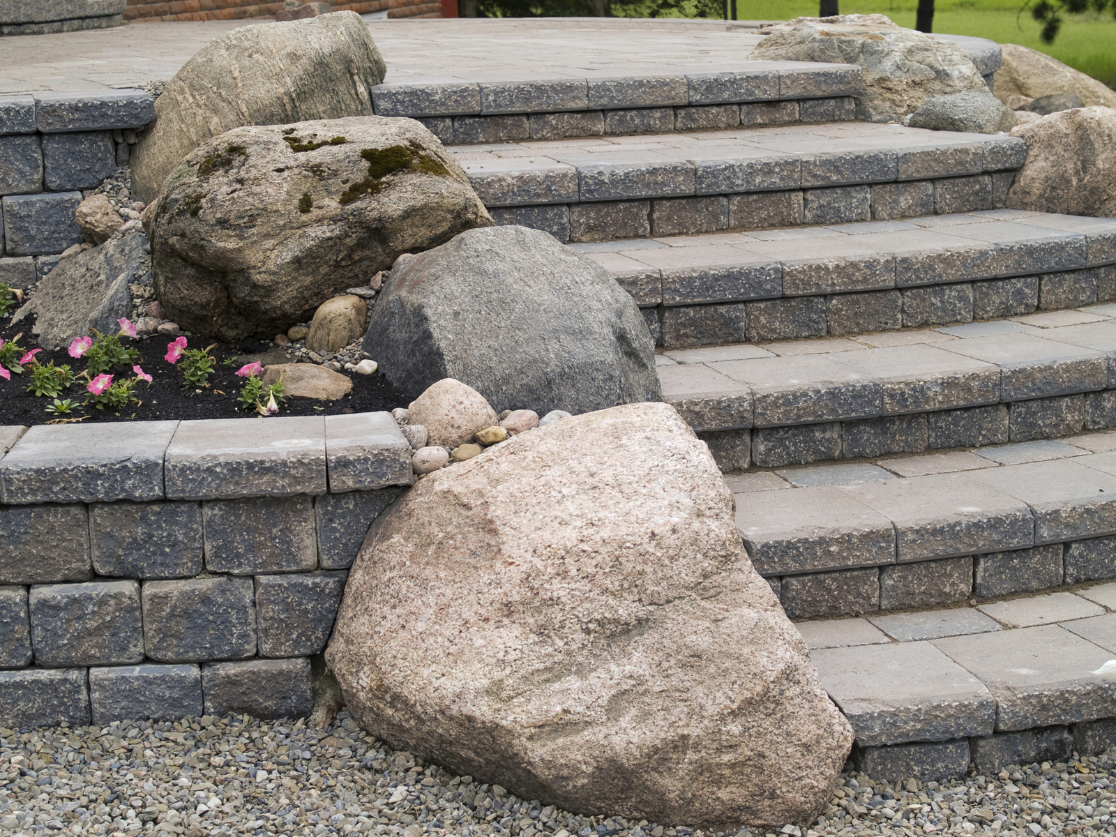 choosing hardscape material hardscaping material supplier