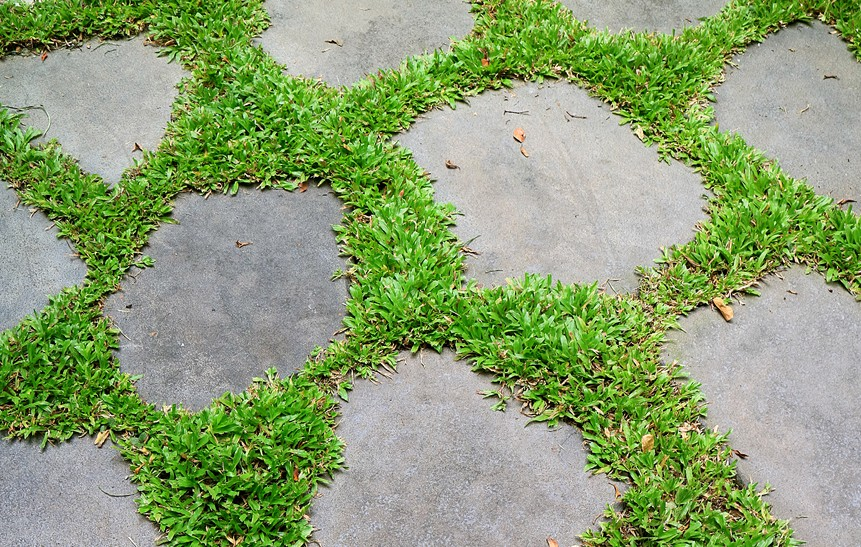 artificial grass between flagstone e1544037732348 Don't Make These Mistakes When Installing Artificial Grass
