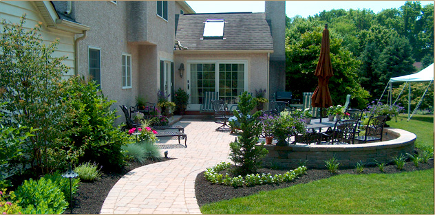 Woodward landscape supply in pa pavers flagstone pa for Small patio landscaping
